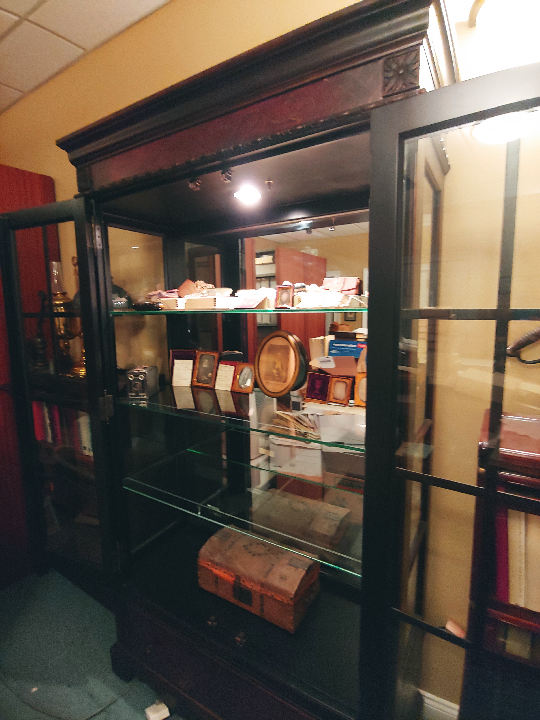 Museum Display Cabinet: Outside view